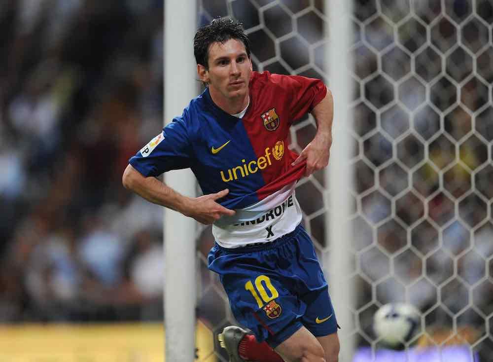 Lionel Messi celebrates 2009 Barcelona
